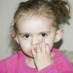 あなたの鼻のかみ方は大丈夫?日常的なかみ方が実は危険な場合も。