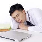 昼間にどうしても眠くなる。睡眠の質が低下している今気をつけたいこと。